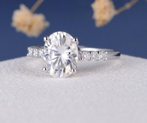 7x9mm Oval Moissanite Engagement Ring (2ct) With Side Stones